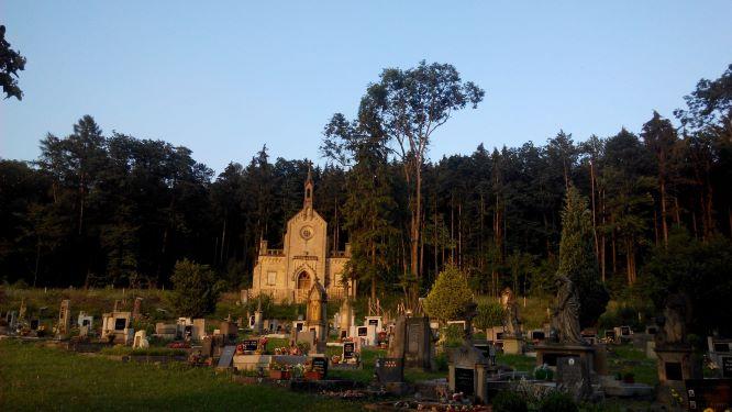 hřbitov a kaple v Lažově