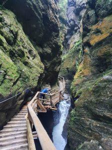 Cestička v kaňonu Raggaschlucht